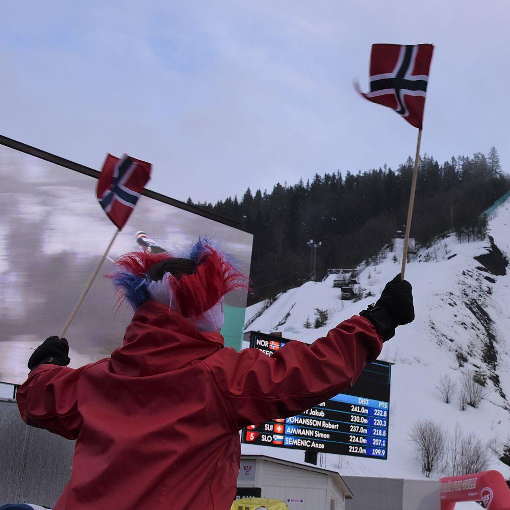 Fan mit Norwegenflaggen