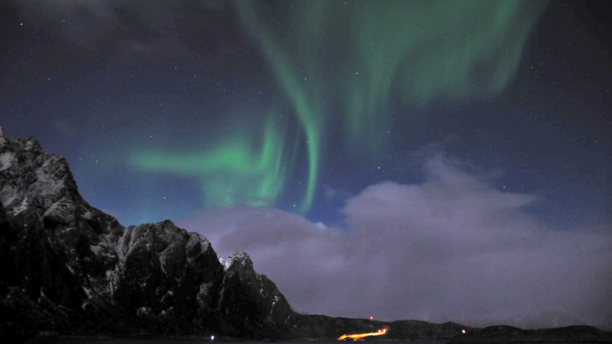 Nordlichter am Himmel über Svolvaer