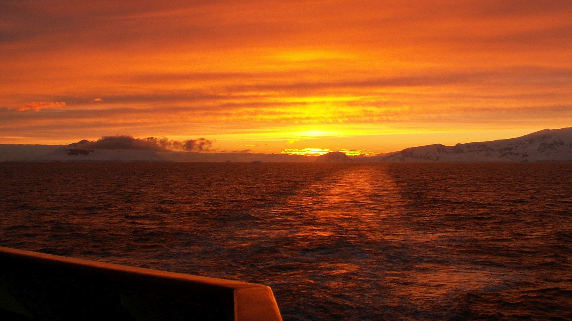 Mitternachtssonne in der Antarktis