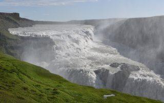 Spektakulärer Wasserfall auf Island