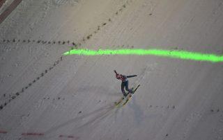 Skispringer beim Landen