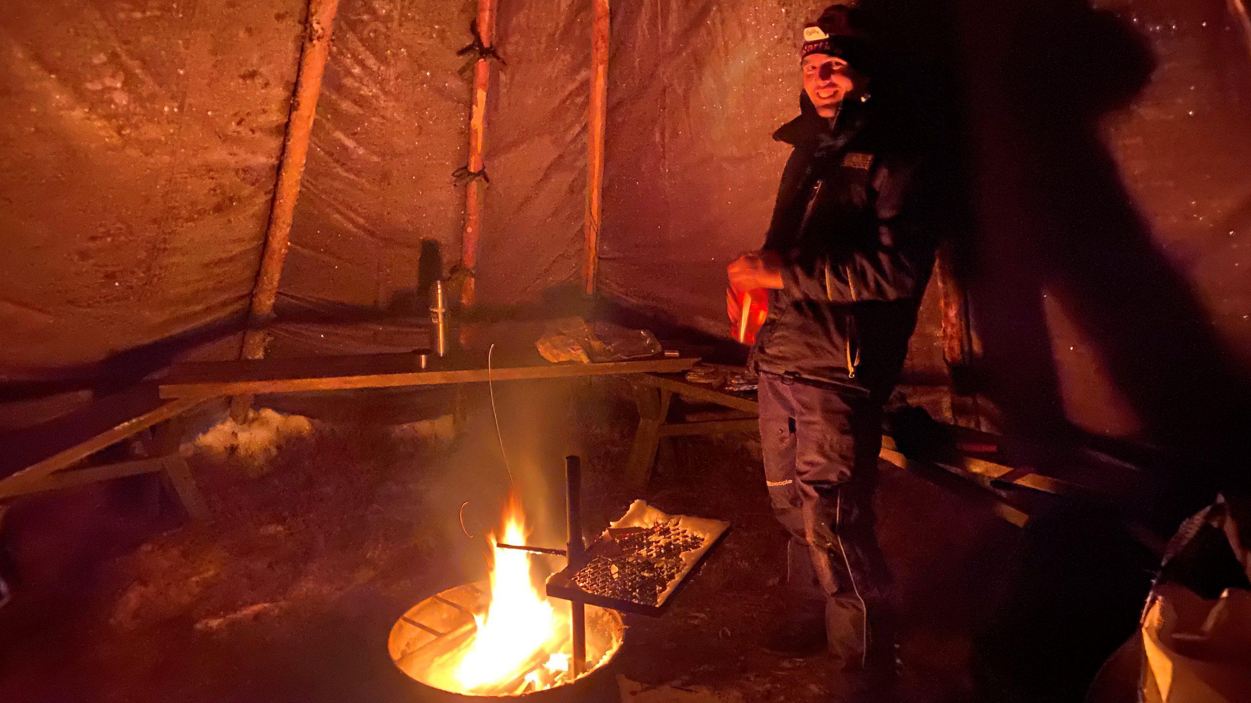 Lagerfeuer im Lavvu