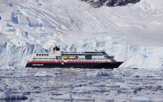 MS MIdnatsol im Eis