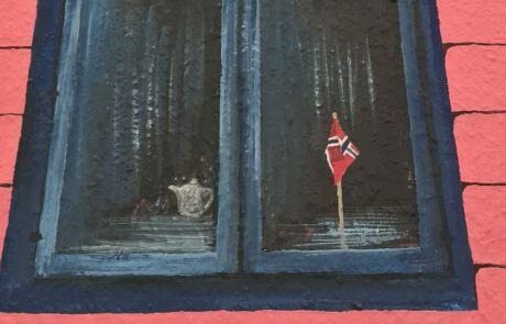 Norwegenflagge in Fensterbank
