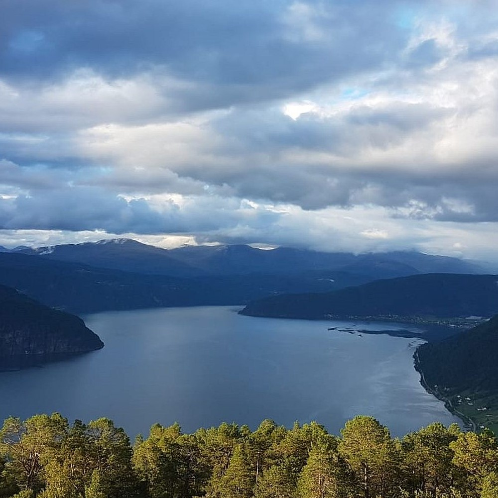 Stadt-Fjord-Fjell